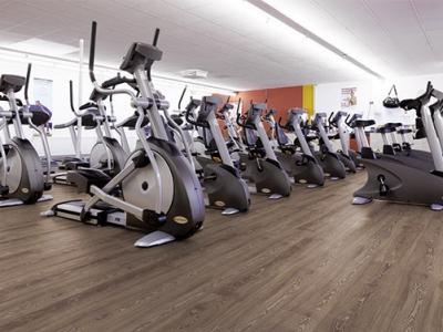 designbodenbelag-in-fitness-studio