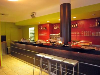 Graf´s Essbar in Starnberg, Restaurantwände in kräftigen Farben hervorgehoben