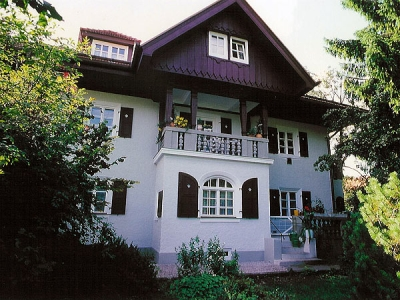 Wohn- und Geschäftshaus Schuster in Wolfratshausen, Wohnungen und Fassade seit 16 Jahren regelmäßig renoviert