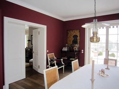 Familie Feldhahn bei Starnberg, Küchen und Essbereich in wunderbarem Rotton