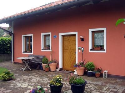 Familie Martin in Hohenschäftlarn, Aussenanstrich des Wohnhauses