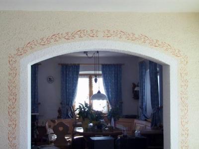 Familie Rüth in Weyarn, altes Bauernhaus renoviert mit Schablonentechnik